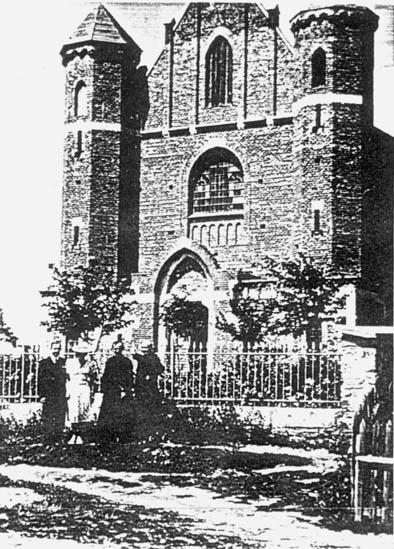 Połowce. Kościół rzymskokatolicki pod wezwaniem Św. Piotra iPawła. Obecnie kościół jest magazynem.