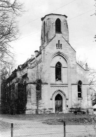 Milno, gm. Załoźce. Ruiny kościoła rzymskokatolickiego. Kościół był miejscem schronienia Polaków przed UPA.