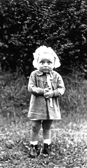 Kuty. Czesława Chrzanowska 2 lata zamordowana włóżeczku przez ludobójców zOUN-UPA wkwietniu 1944 r.